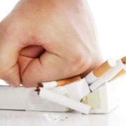Berhenti merokok (ilustrasi)